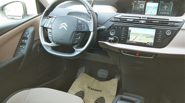 445003_1406423594223_slide bei Donau Automobile in