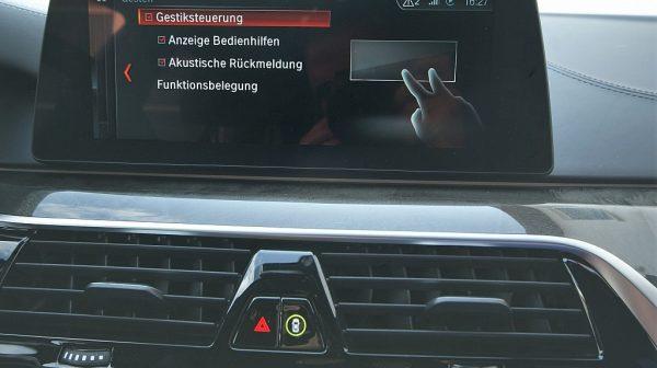 516379_1406503353645_slide bei Donau Automobile in