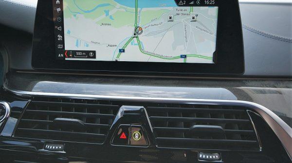520307_1406503353641_slide bei Donau Automobile in